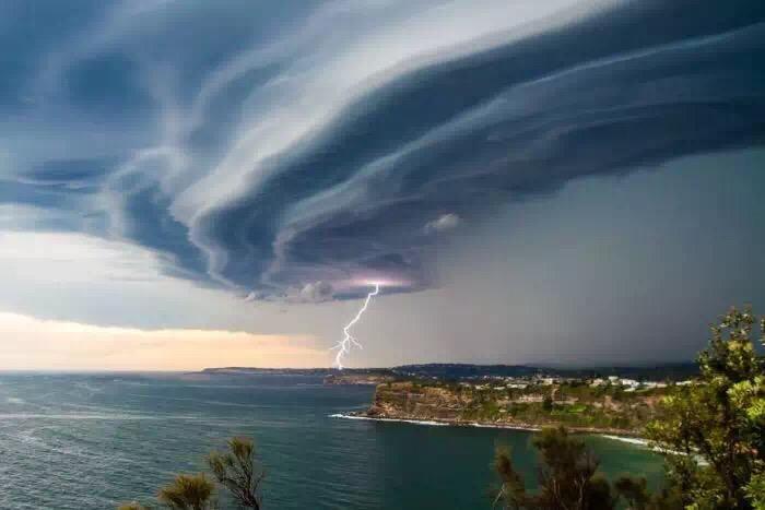 """据说周末悉尼""""史诗级的灾难片""""是这样的..."""