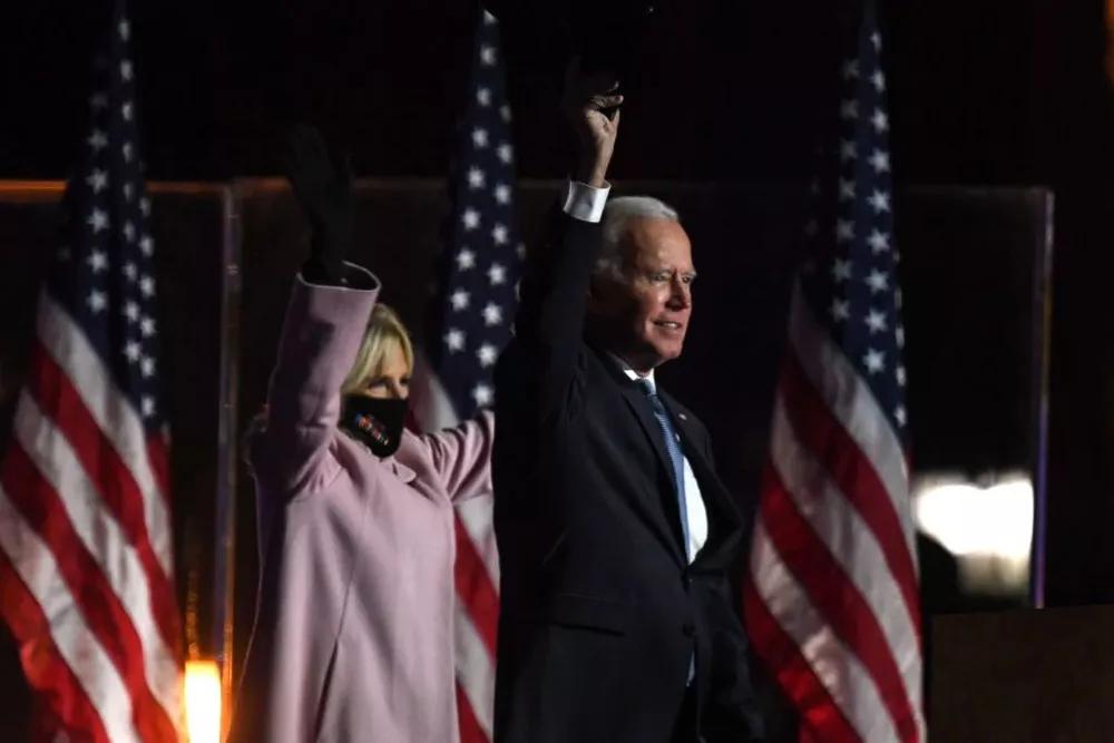 美国大选特朗普一路逆袭,发推庆祝自己的胜利。谁能笑到最后?