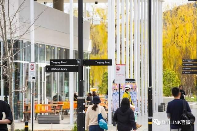 """维州政府官宣!拨款3340万澳币,接留学生返澳!专家警告:别再推迟,学生等不了!昆州大学频遭黑客攻击,澳洲政府出手""""相救""""!"""