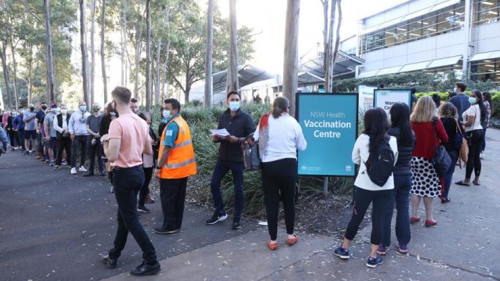 悉尼确诊爆病例暴增两位数,政府砸5000万送悉尼人吃喝玩乐。