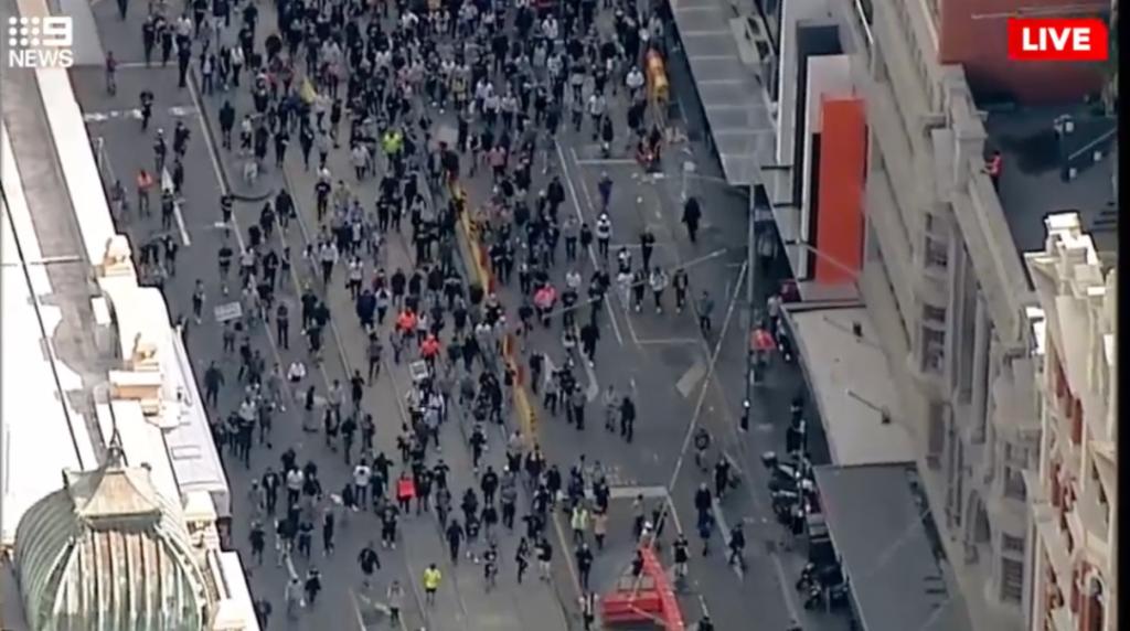 本周末更大的反封锁游行即将开启!维州新增突破500,爆发在即,墨尔本部分解封……
