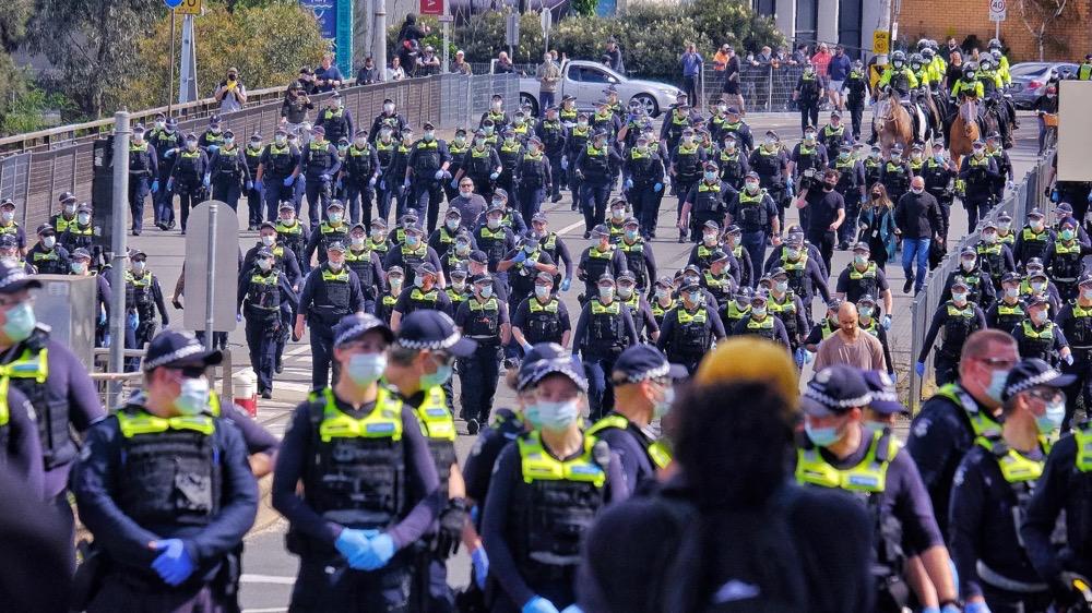 太下头了!澳洲各地反封锁游行再启!警方开启人海战术,仍然顶不住……