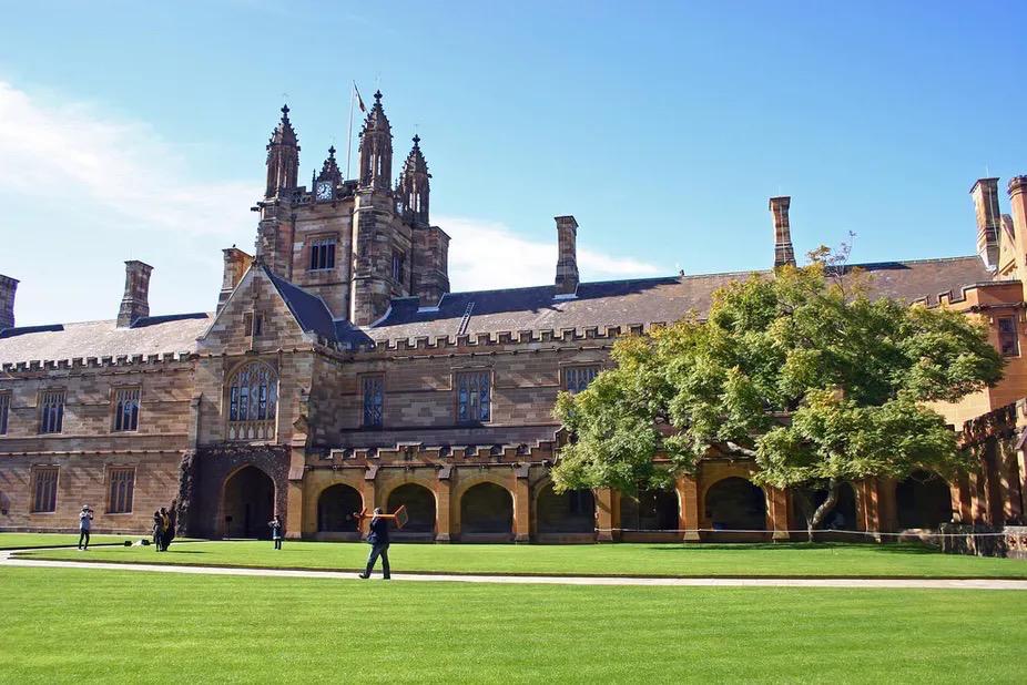 重磅!2022QS全球大学就业力排行榜出炉!悉大力压哈佛牛津,澳洲两大高校冲入前10